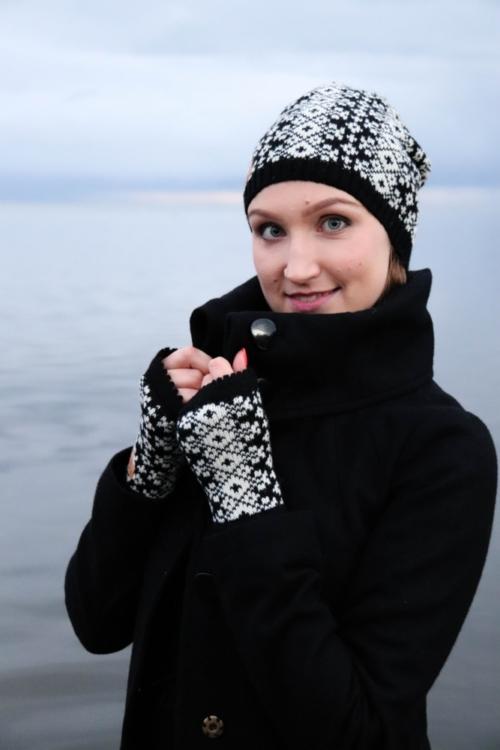"Knitted merino wool beanie   wrist warmers set ""Ärksi"" d14df4fcea06"